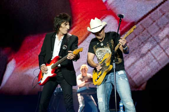 Brad Paisley with Ronnie Wood O2
