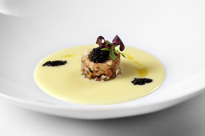 Crema di patate tart ara di sardedellagdi Garda e caviale di aringa