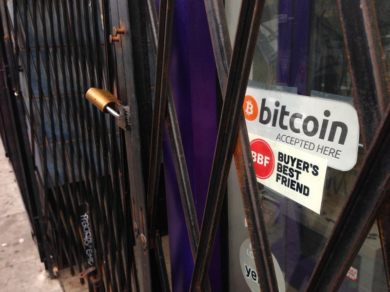 """""""Bitcoin accepted here""""(CC BY-SA 2.0)bycommensaFamily"""