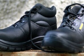 Things To Consider When Choosing Steel Toe Waterproof Work Boots For Site Use